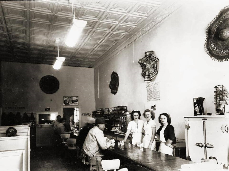 Hub Cafe Levelland Texzs in 1946